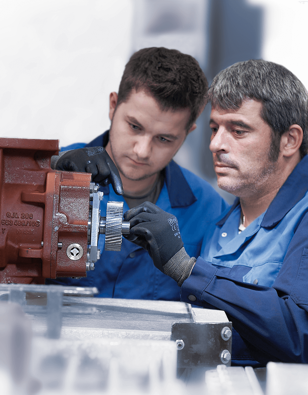 Two experienced AERZEN service technicians repair an AERZEN unit